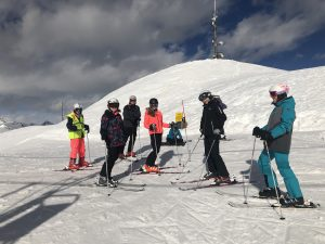 Im Skigebiet geht es dann zur Sache.
