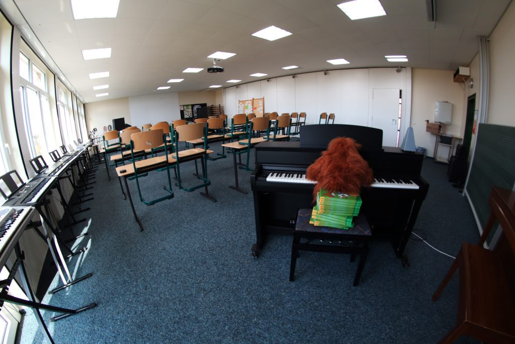 So sieht der Musikraum normalerweise aus, wenn ich hier mal wieder Beethovens 5. Symphonie spiele!