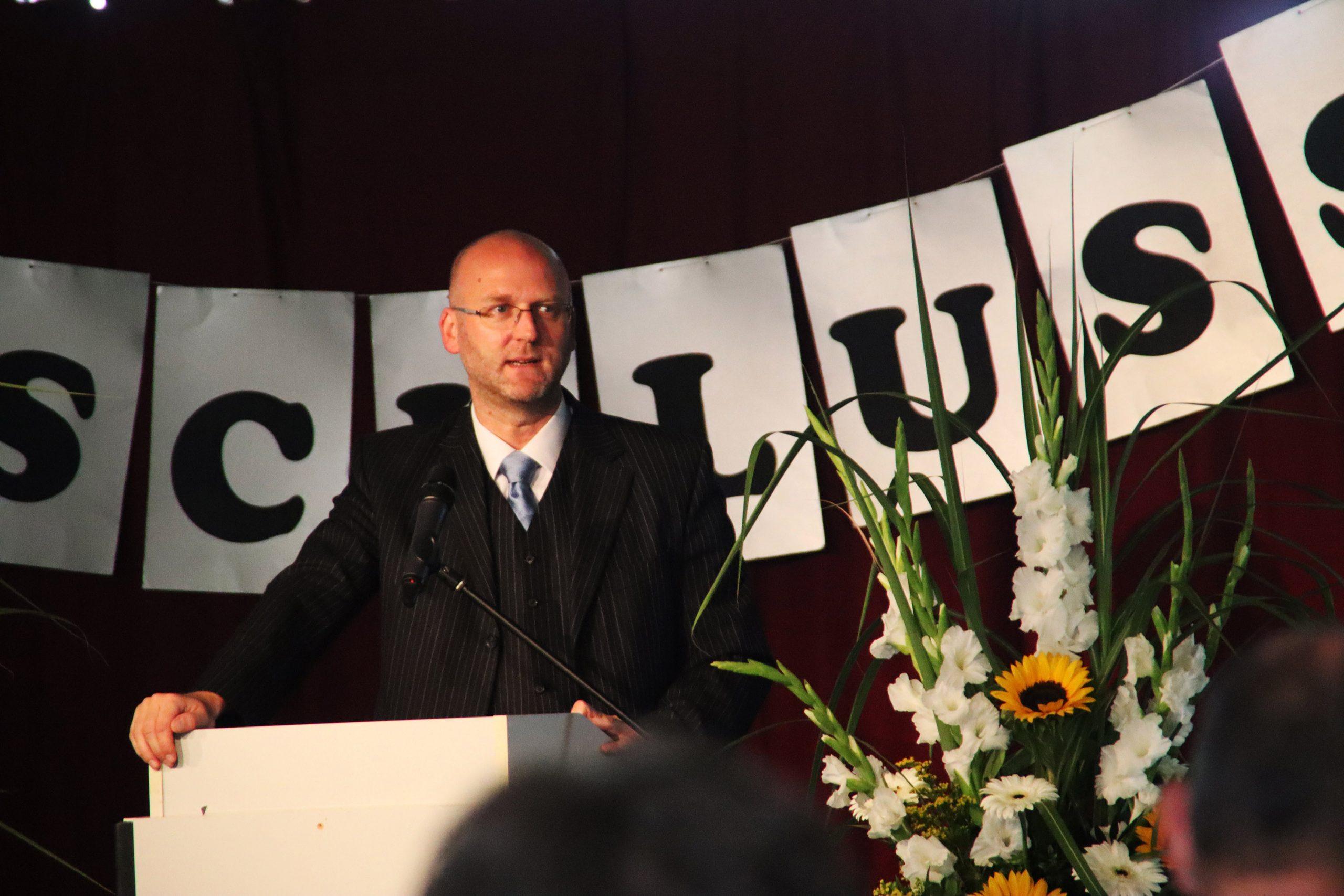 Viermal hielt der stellvertretende Schulleiter Herr Strauch seine Rede.